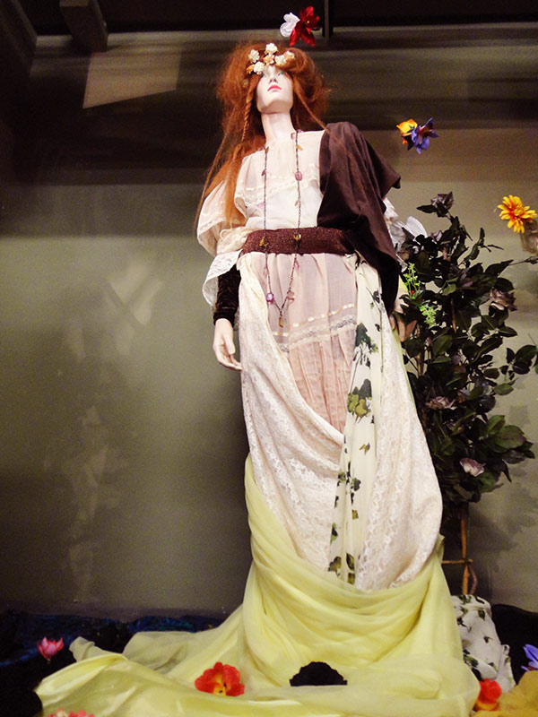 Ophelia Display - Beyond Retro Dalston