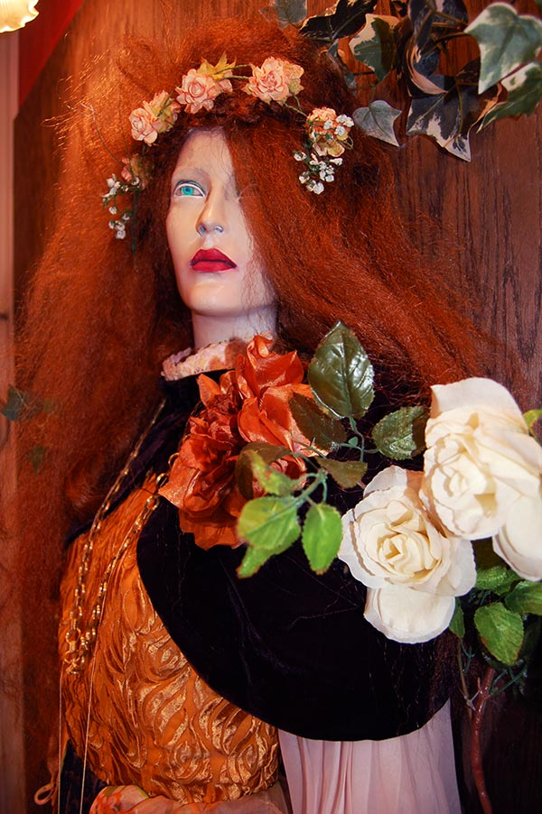 Ophelia Display - Beyond Retro Soho