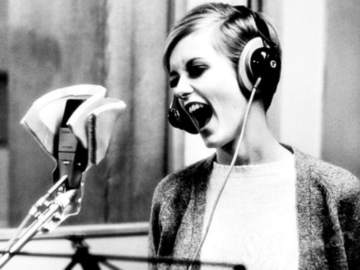 Twiggy_Models_To_Musicians_009_608x456