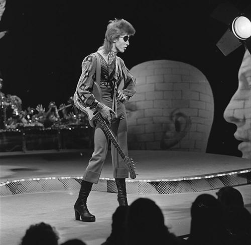 David_Bowie_-_TopPop_1974_07